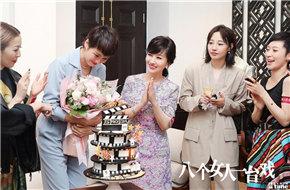 关锦鹏《八个女人一台戏》主创齐聚香港 郑秀
