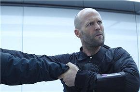 《速度与激情》曝新预告 强森战力爆棚手拉直